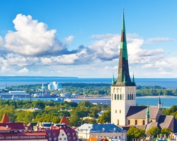 WHAT ARE THE GEOGRAPHICAL COORDINATES OF TALLINN ?